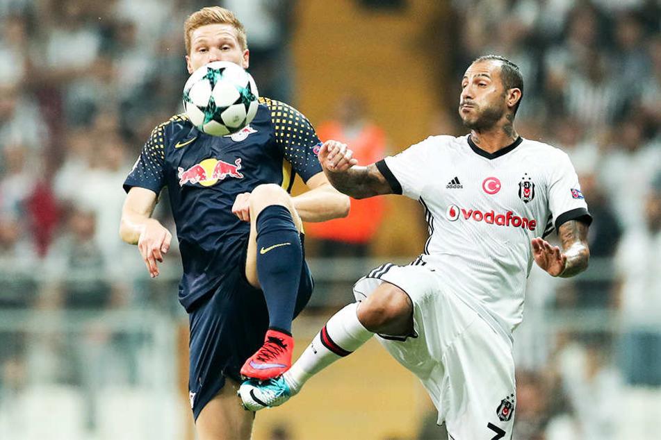 Ricardo Quaresma (r.), hier im Duell mit Leipzigs Marcel Halstenberg, spielt mit Besiktas Istanbul hingegen nur in der Europa League.