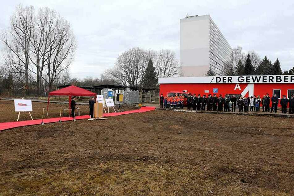 In Glösa rollte die Feuerwehr zum Spatenstich für das neue Gerätehaus den roten Teppich aus.