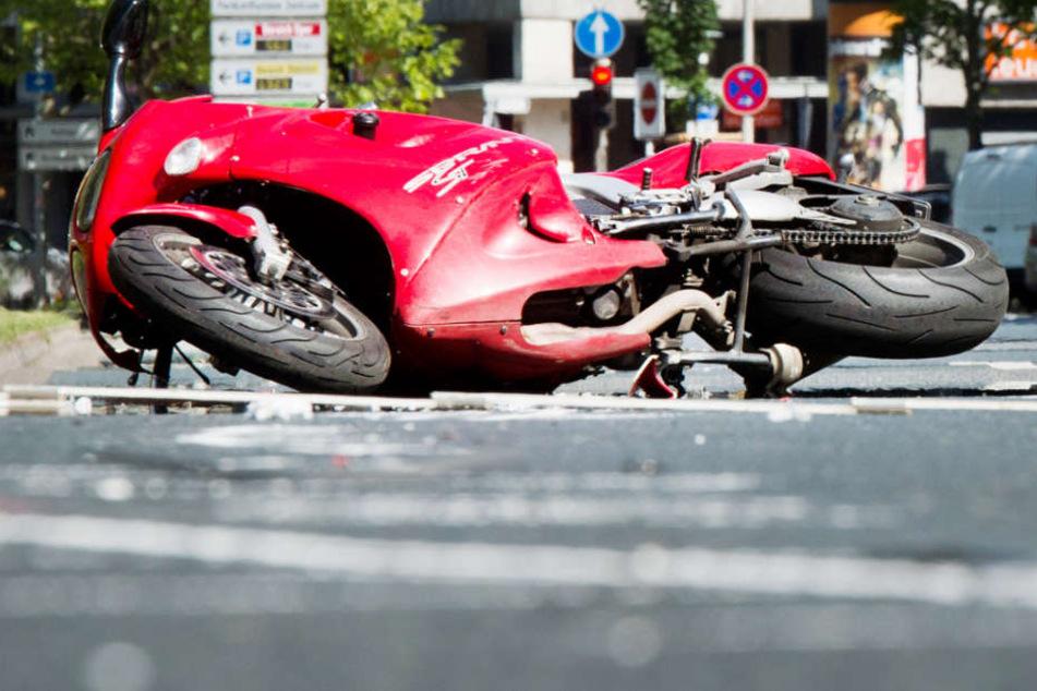 Nach Kollision mit Auto Hamburger Motorradfahrer stirbt nach schwerem Unfall