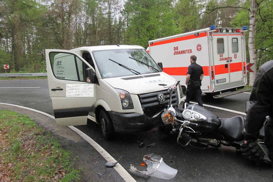 Beide Fahrzeuge mussten nach dem Frontal-Crash abgeschleppt werden.