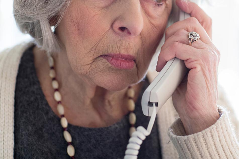 Viele Senioren sind vorsichtig geworden, wenn der vermeintliche Enkel sie um tausende Euro anpumpen will.