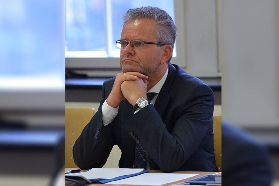 Tino Fritzsche (57) und die CDU/FDP-Fraktion wollen mehr Schwimmhallen für Chemnitz - damit Rettungsschwimmer besser ausbilden können.