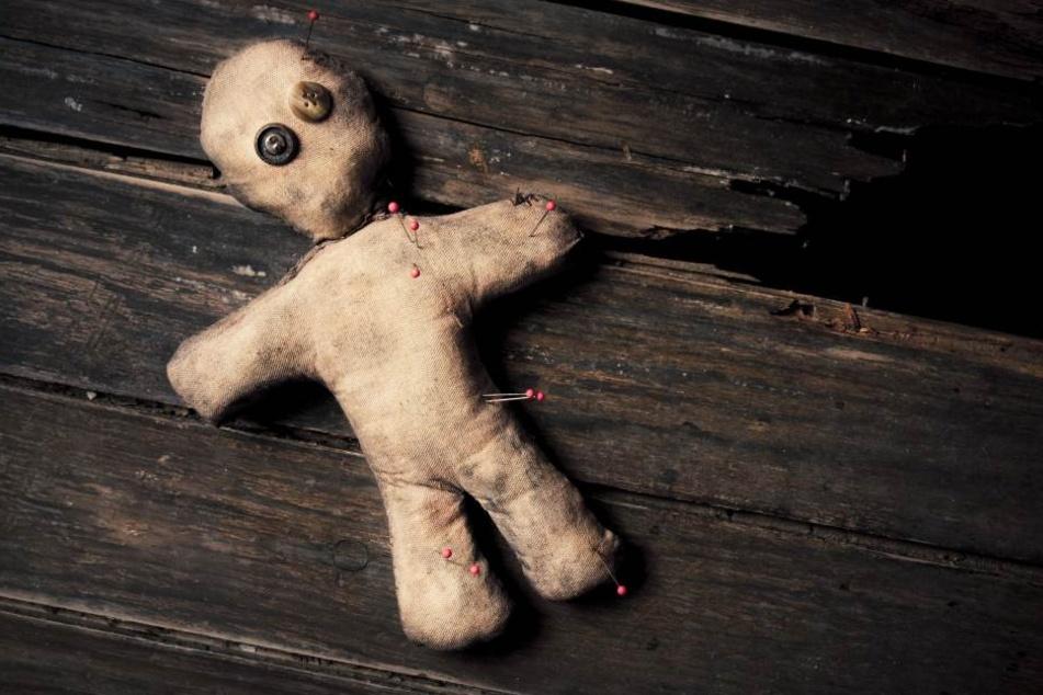 In seiner Heimat glaubt man an okkulte Rituale und Voodoo-Zauber. Sein Lebe wurde davon bedroht, deshalb kam Festus Osasuyi nach Deutschland.