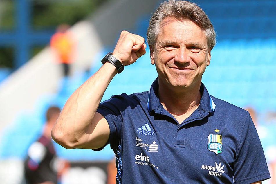 Die Siegerfaust: Horst Steffen konnte nach dem Sieg seiner Jungs gegen Zwickau zufrieden lächeln.