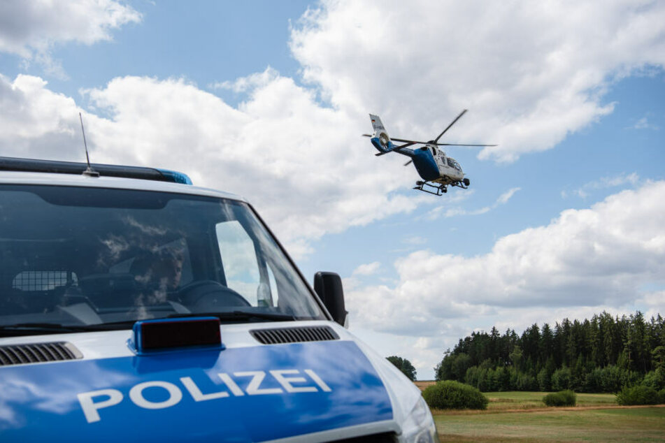 Die Polizei schickte einen Hubschrauber los, der aber später wegen Nebel erfolglos umkehren musste. (Symbolbild)
