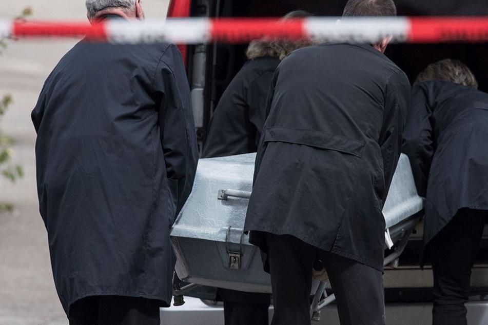 Der Mann war bereits tot, als er gefunden wurde (Symbolbild).