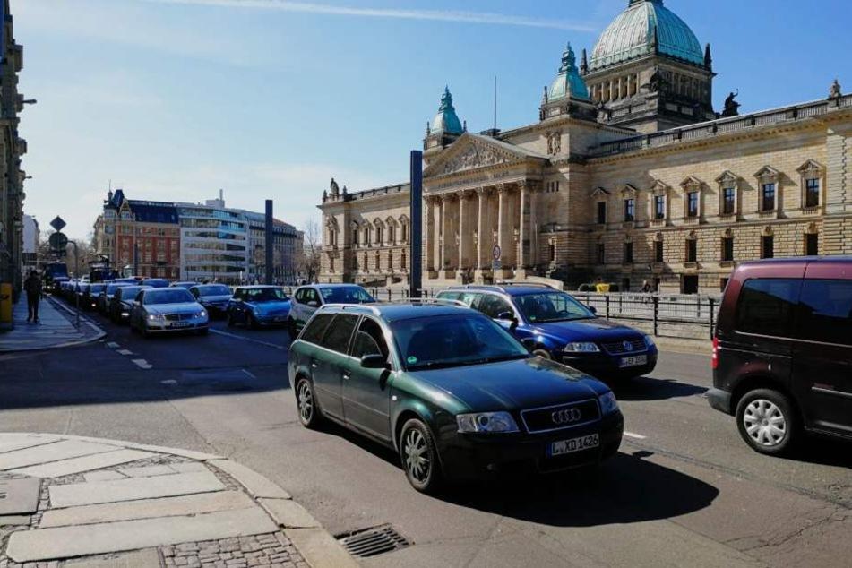 Auf der Harkortstraße vor dem Bundesverwaltungsgericht bildete sich ein langer Stau.