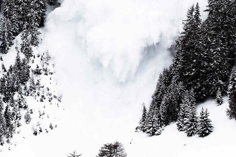 Tragödie in den Alpen: Männer sterben beim Versuch, eine Lawine zu sprengen