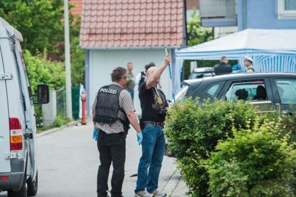 Der Mann zerstörte im Landkreis Regensburg mehrere Fenster und Autoscheiben.