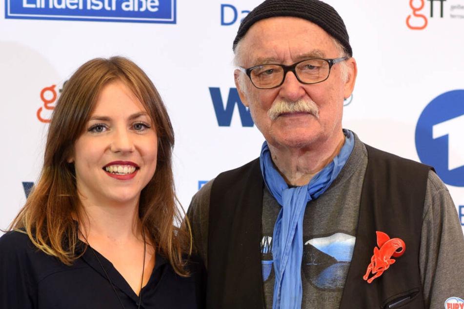 """Die Produzenten Hana Geißendörfer (l) und Hans W. Geißendörfer kommen zu einem Fototermin zum 30. Jubiläum der ARD-Fernsehserie """"Lindenstraße""""."""