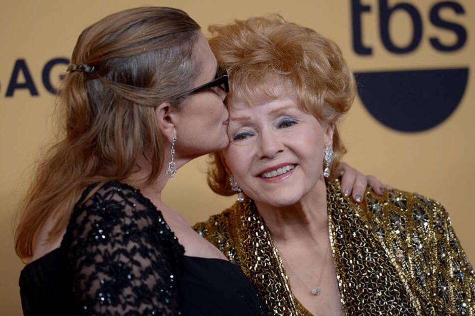 Debbie Reynolds ist nur einen Tag nach ihrer Tochter Carrie Fisher gestorben.