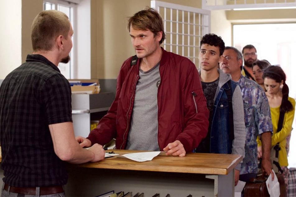 Felix Voss (Fabian Hinrichs) schleust sich undercover als Tschetschene in die Flüchtlingsunterkunft ein.
