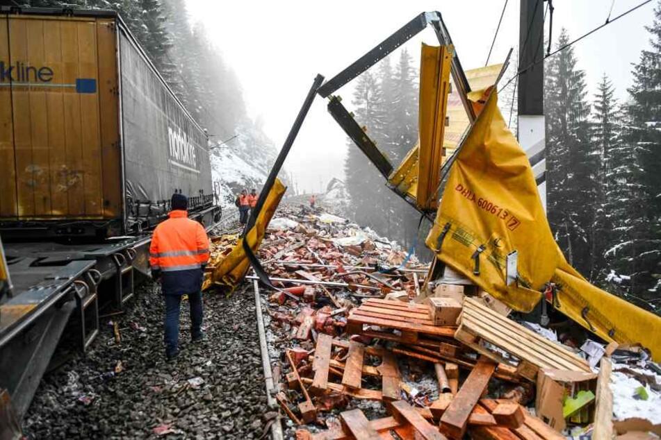 Komplette Ladung verloren! Güterzug mit Paketen entgleist am Brenner