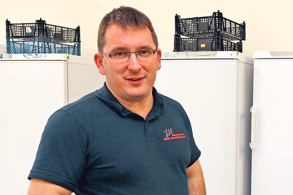 Jens Juraschka (43), Geschäftsführer der Zwickauer Tafel, sammelt auch dieses Jahr mit seinem Team Geschenke für bedürftige Kinder.