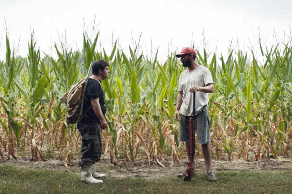 Tyler (r., Shia LaBeouf) nimmt Zak (Zack Gottsagen) widerstrebend mit auf seinen Roadtrip.