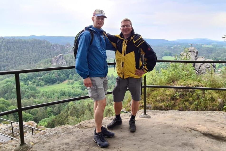 Echte Freunde: Jan (40, r.) und Tino (40) bei einer gemeinsamen Wanderung.