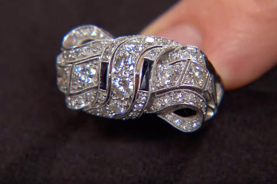 Der alte Diamantring, ein Erbstück, ist in liebevoller Handarbeit entstanden.
