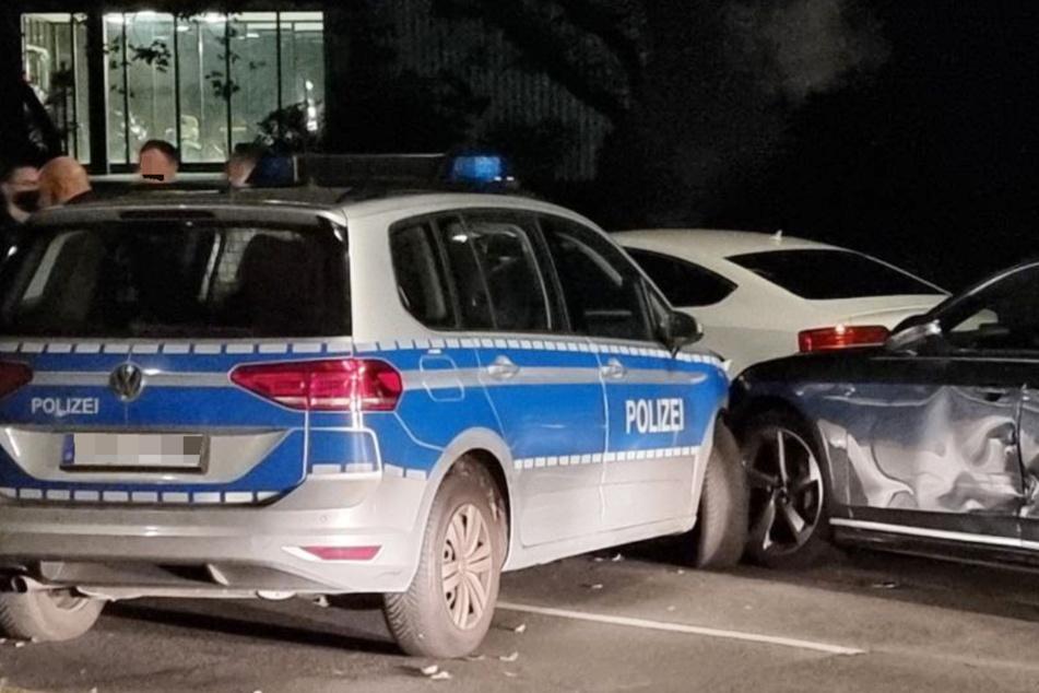 Vier Verletzte nach wilder Verfolgungsjagd: Polizeiwagen kracht mit Audi zusammen
