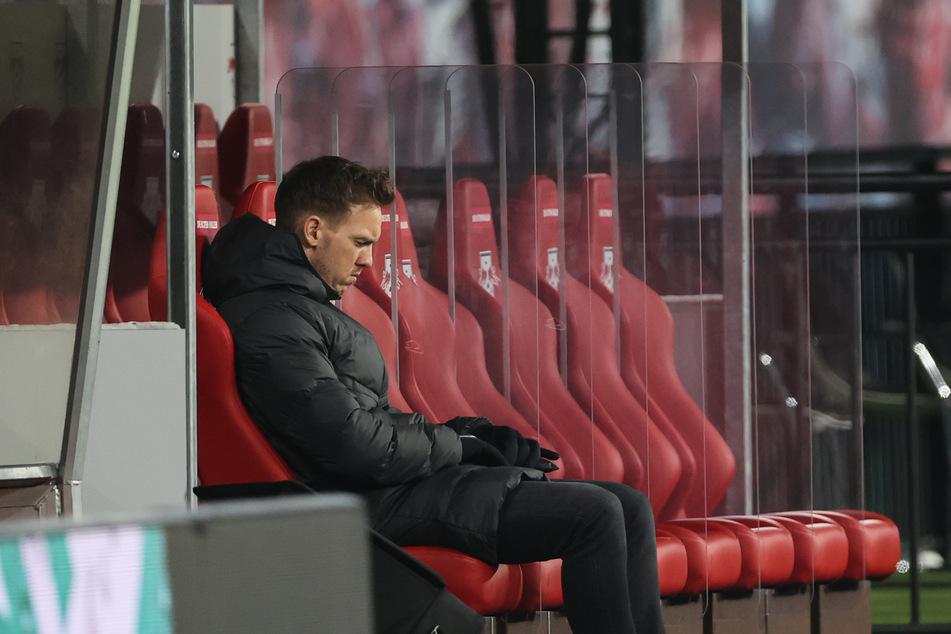 Coach Julian Nagelsmann (33) dürfte nicht begeistert gewesen sein, dass der Wechsel von Dayot Upamecano während des Spiels verkündet wurde. (Symbolbild)