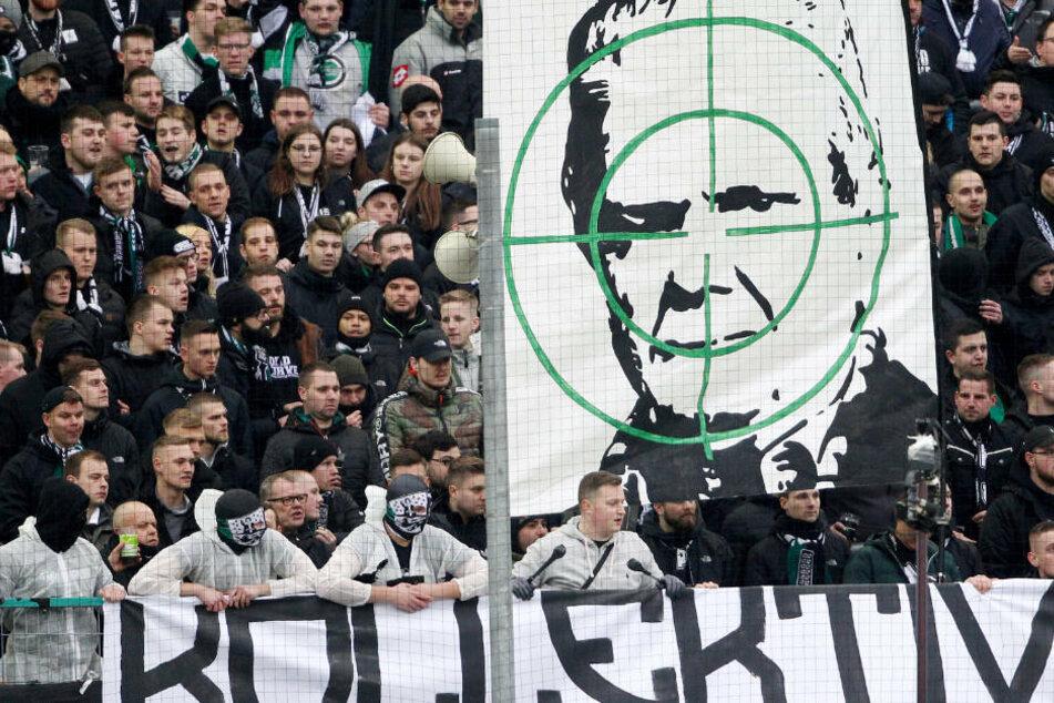 Nach Protesten und Spiel-Unterbrechungen: Krisen-Sitzung zwischen Fans und DFB