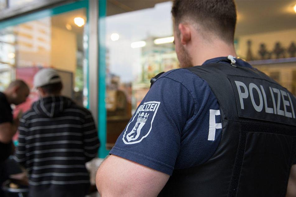 Polizeibeamte nahmen am Leipziger Schwanenteich einen 25-jährigen Drogendealer fest. (Symbolbild)