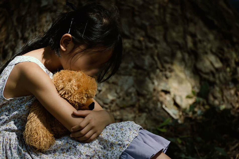Ein elfjähriges Mädchen wurde von zwei Männern vergewaltigt. (Symbolbild)