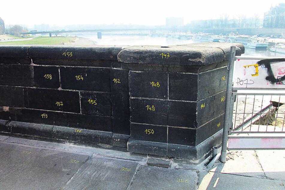 Damit sie nach dem Abtragen wieder an die richtige Stelle gesetzt werden können, wurden alle Steine nummeriert.