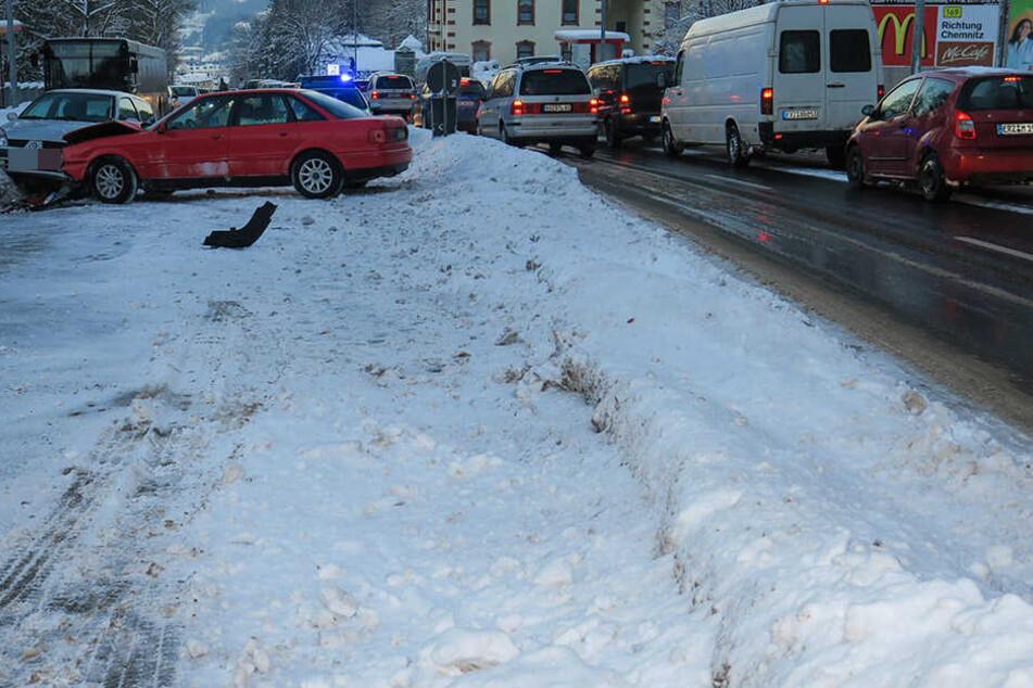 Der Unfall führte zu starken Verkehrsbehinderungen.