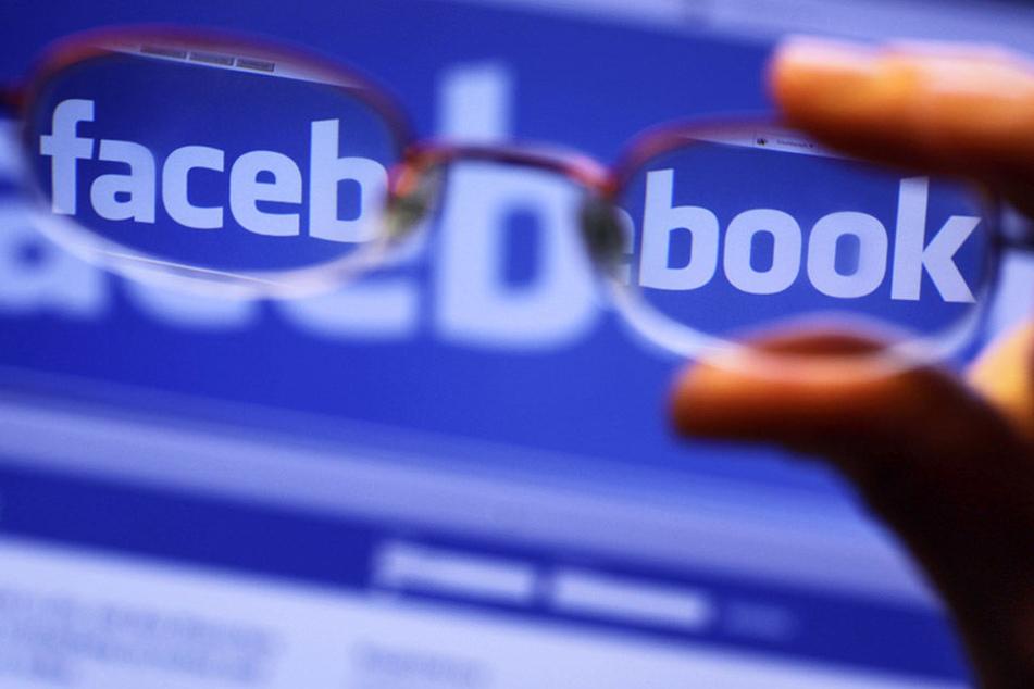 Facebook hat Zehntausende Konten zum Schutz vor Falschinformationen gelöscht.