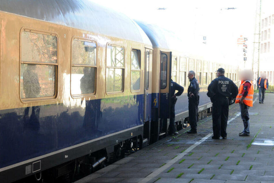 Die Polizei sicherte damals Spuren in dem Zug.