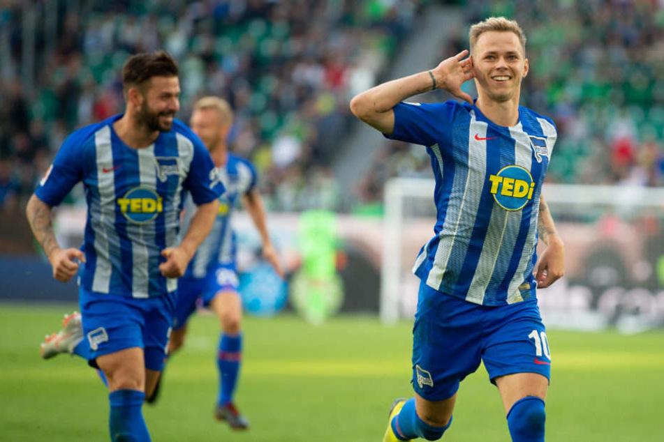 Ondrej Duda bejubelt sein Freistoßtor in der Nachspielzeit.