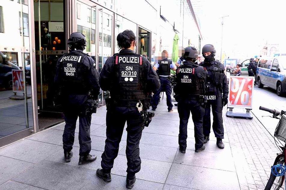Was war da los? Spezialkräfte der Polizei auf Prager Straße im Einsatz
