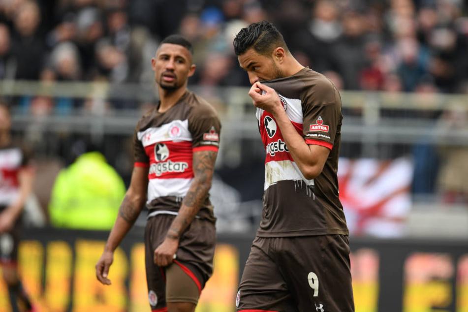 Aziz Bouhaddouz (rechts) und Jeremy Dudziak (links) nach dem enttäuschenden 1:1 gegen den SV Sandhausen.