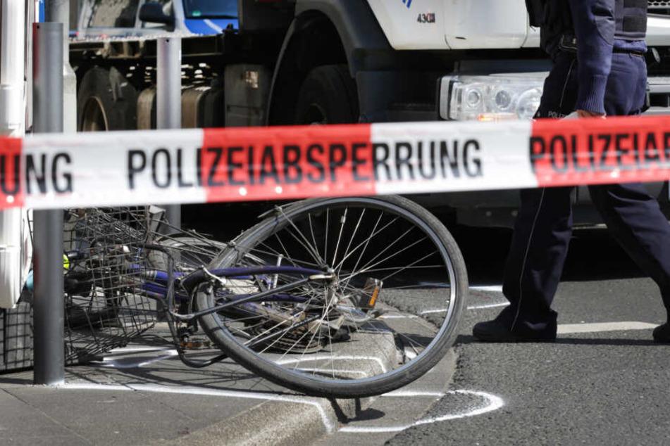 Der Lastwagen-Fahrer hatte den elfjährigen Fahrradfahrer wohl beim Abbiegen übersehen. (Symbolbild)