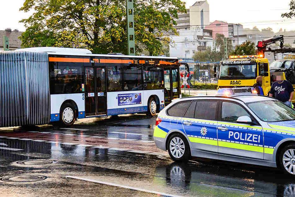 Renault crasht in Bus: 20.000 Euro Schaden
