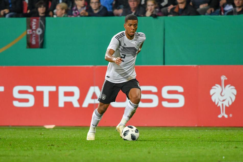 Henrichs durchlief alle deutschen Junioren-Nationalmannschaften, kam auch dreimal unter Jogi Löw in der A-Elf zum Einsatz.