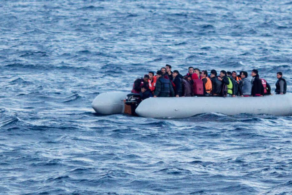 Flüchtlingsboot vor Griechenland gesunken: Mindestens zwölf Menschen tot