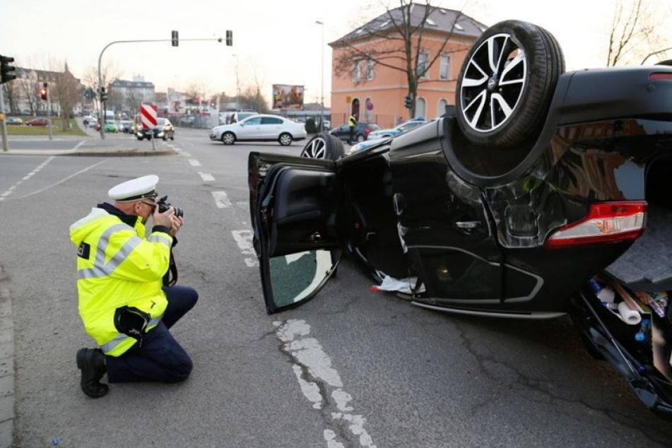 Zwei Schwerverletzte bei schlimmem Unfall