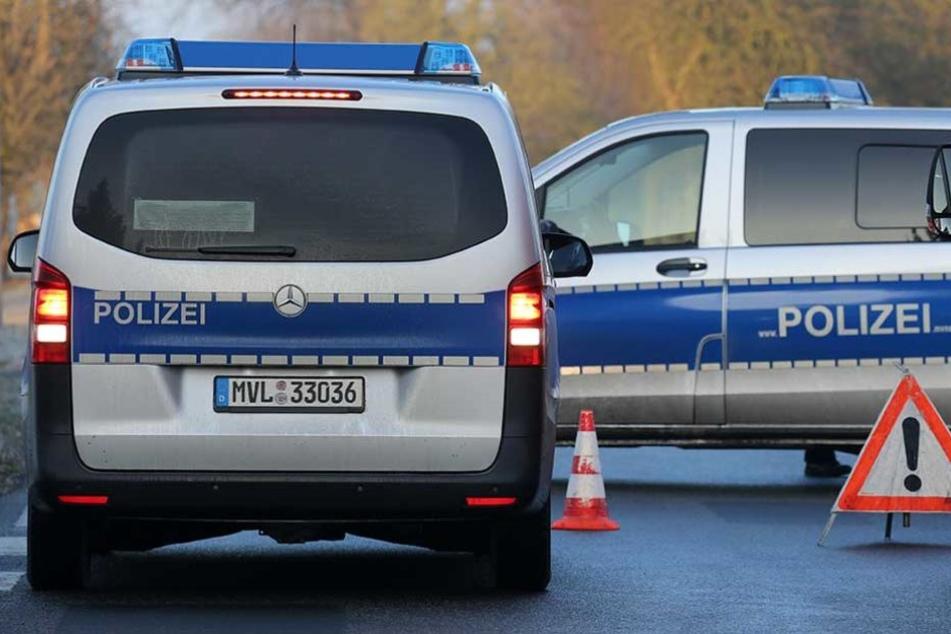 Die Polizei sperrte die Unfallstelle ab (Symbolbild).