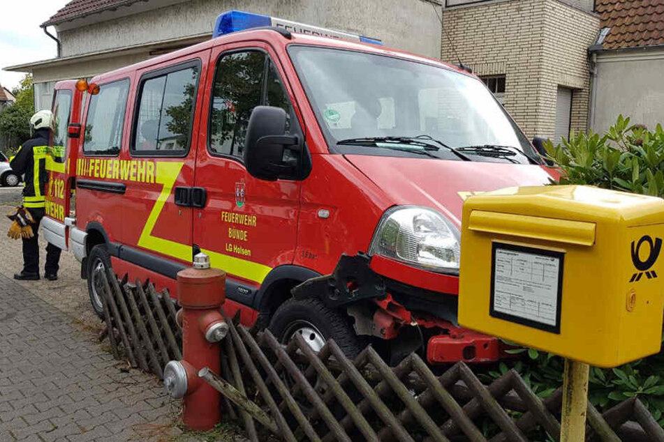 Der Mannschaftswagen der Feuerwehr war nach dem Unfall nur noch Schrott.