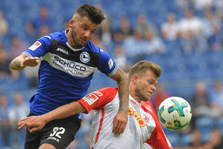 Keanu Staude (l.) spielte gegen Regensburg über die gesamten 90 Minuten.