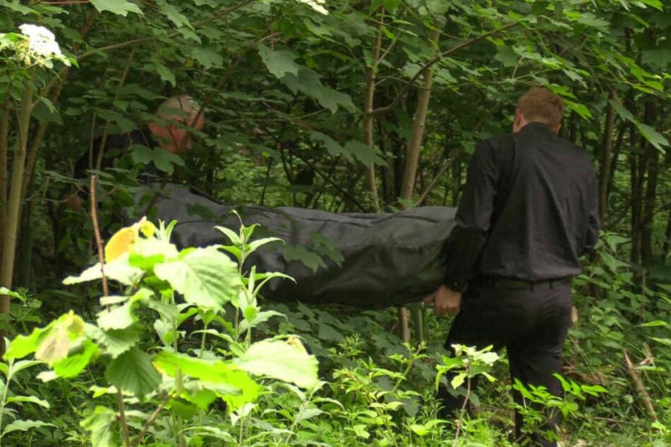 An Himmelfahrt: Verweste Leiche in Waldstück entdeckt