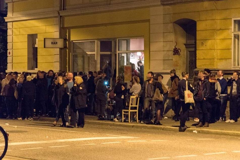 AfD-Protest-Party artet komplett aus! Polizei muss eingreifen