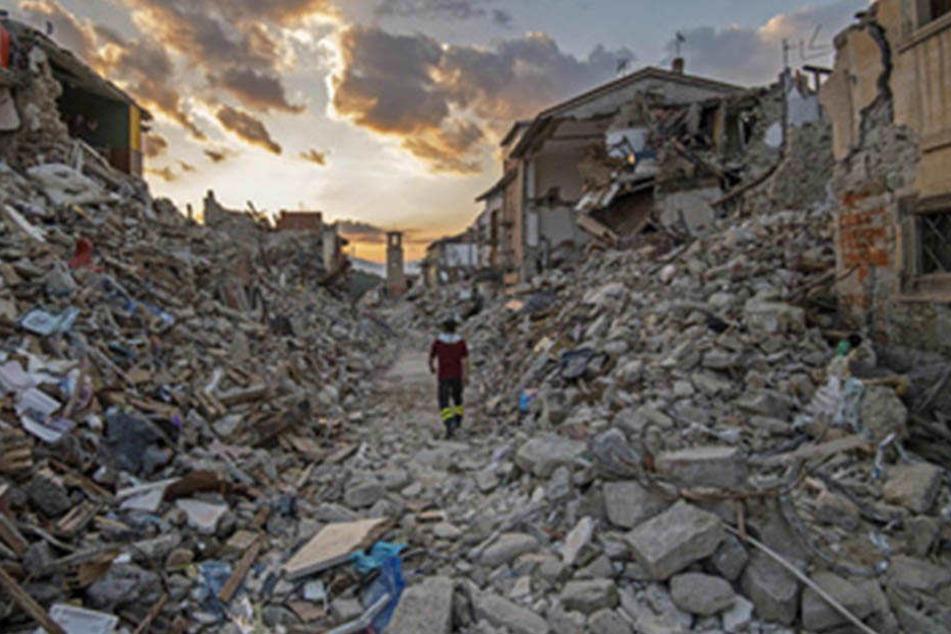 Das Erdbeben in Italien hat zahlreiche Trümmer hinterlassen.