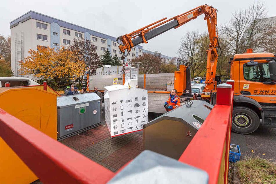 Die ersten Container wurden am Dienstag im Heckert-Gebiet aufgestellt.