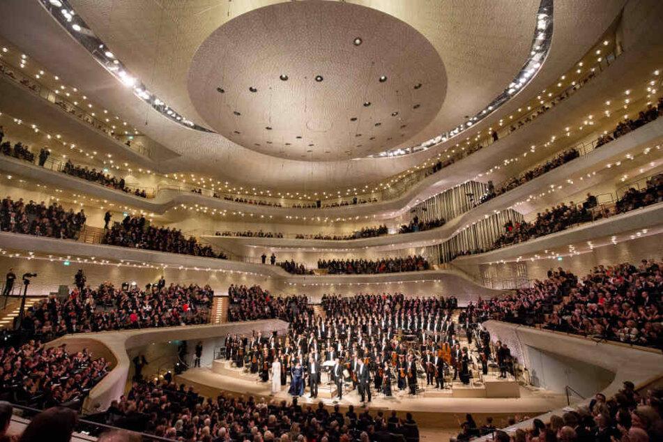 Der Besucheransturm auf die Elbphilharmonie ist nach wie vor ungebrochen.