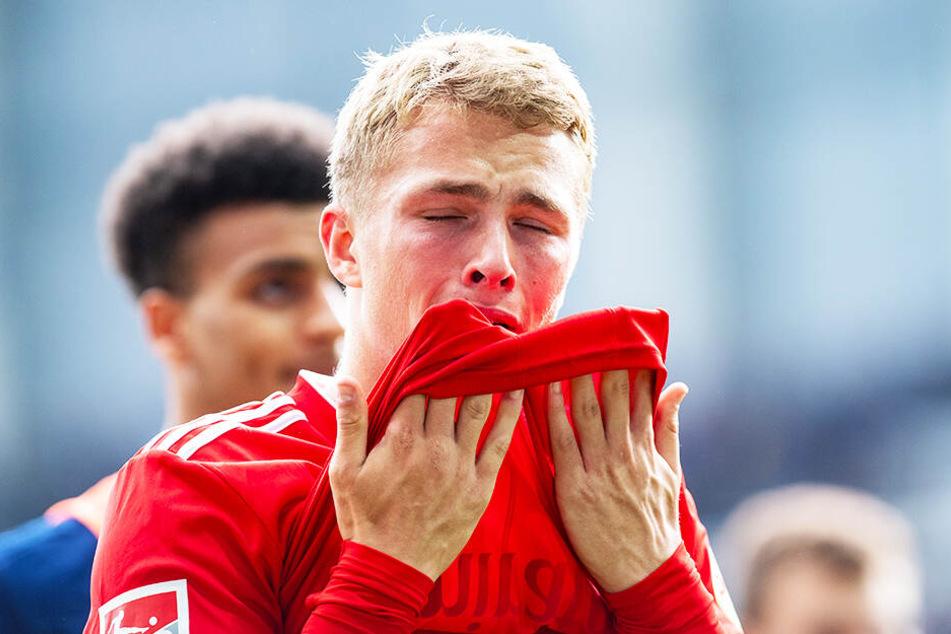 Bittere Tränen vergoß Hamburgs Jungstürmer Jann-Fiete Arp nach der 1:4-Pleite beim SC Paderborn.