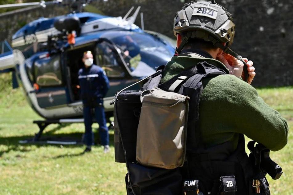 Die französische Polizei war tagelang aufgrund des in den Wald geflohenen Täters in höchster Alarmbereitschaft.