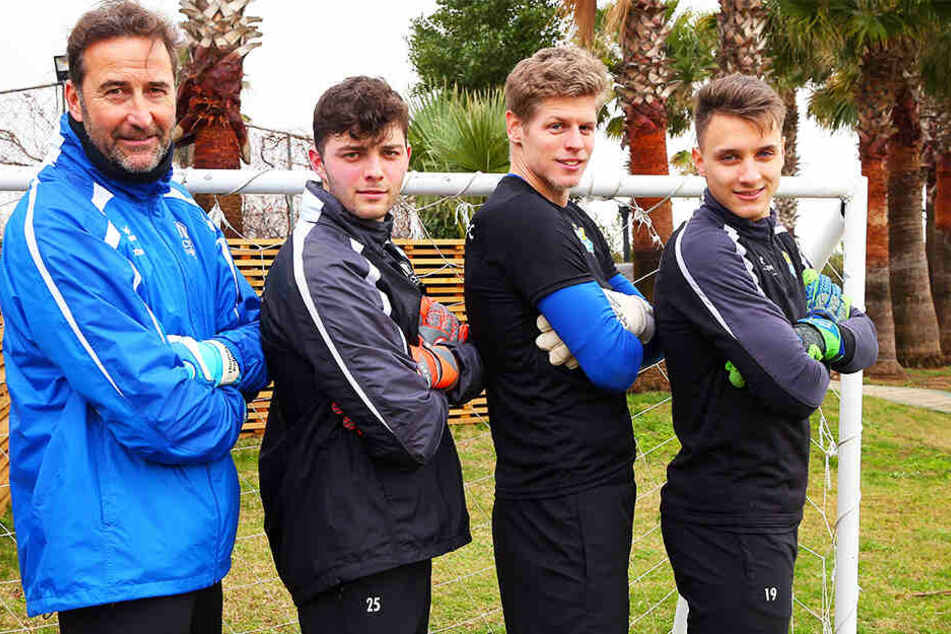CFC-Torwarttrainer Thomas Köhler (v.l.) mit seinen Schützlingen Joshua Mroß, Jakub Jakubov und Lucas Hiemann.