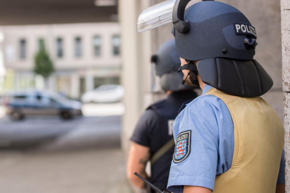Über ihre neuen Schutzhelme freuen sich die Polizisten in Thüringen nicht. (Symbolbild)